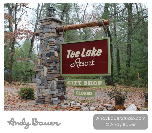 Tee Lake Resort Entrance Fall